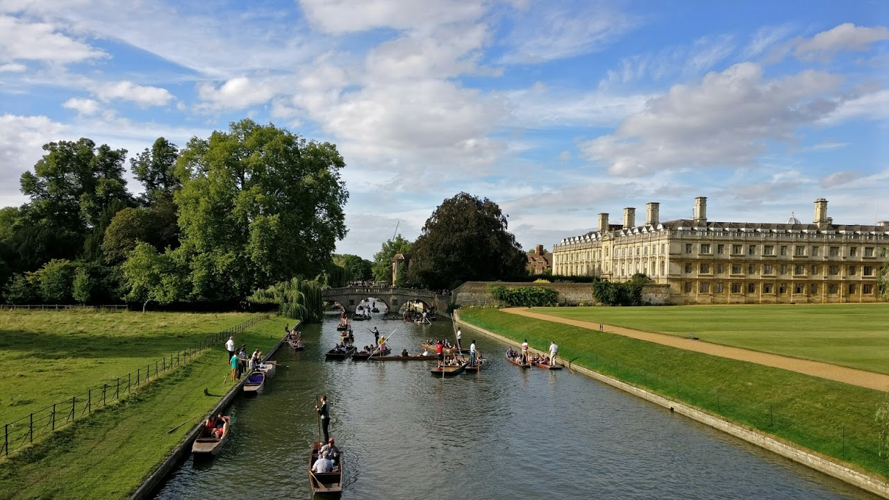 Image of Cambridge with river and punts.